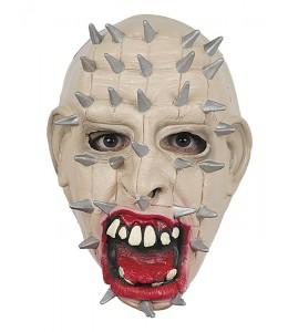 Mascara con clavos